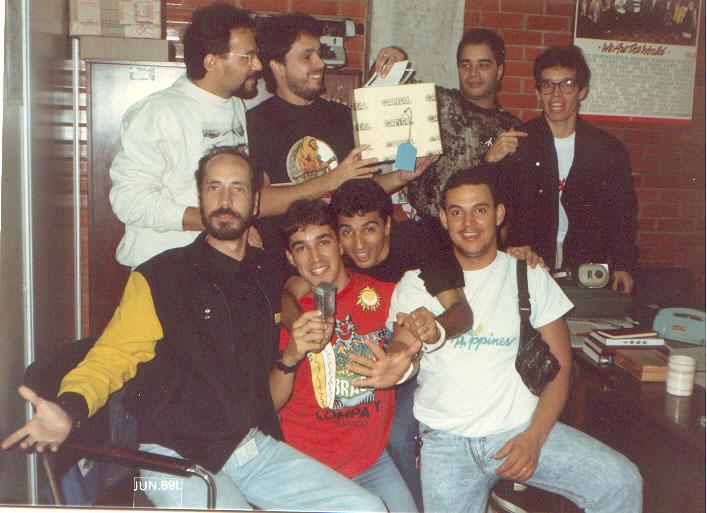 Andersen Dourado, Volney Rocha, Fábio Pirajá, Juninho MHz, Edu Henning, Ted Conti, Saul Josias  e Torino Marques - Rádio Capital - junho de 1989