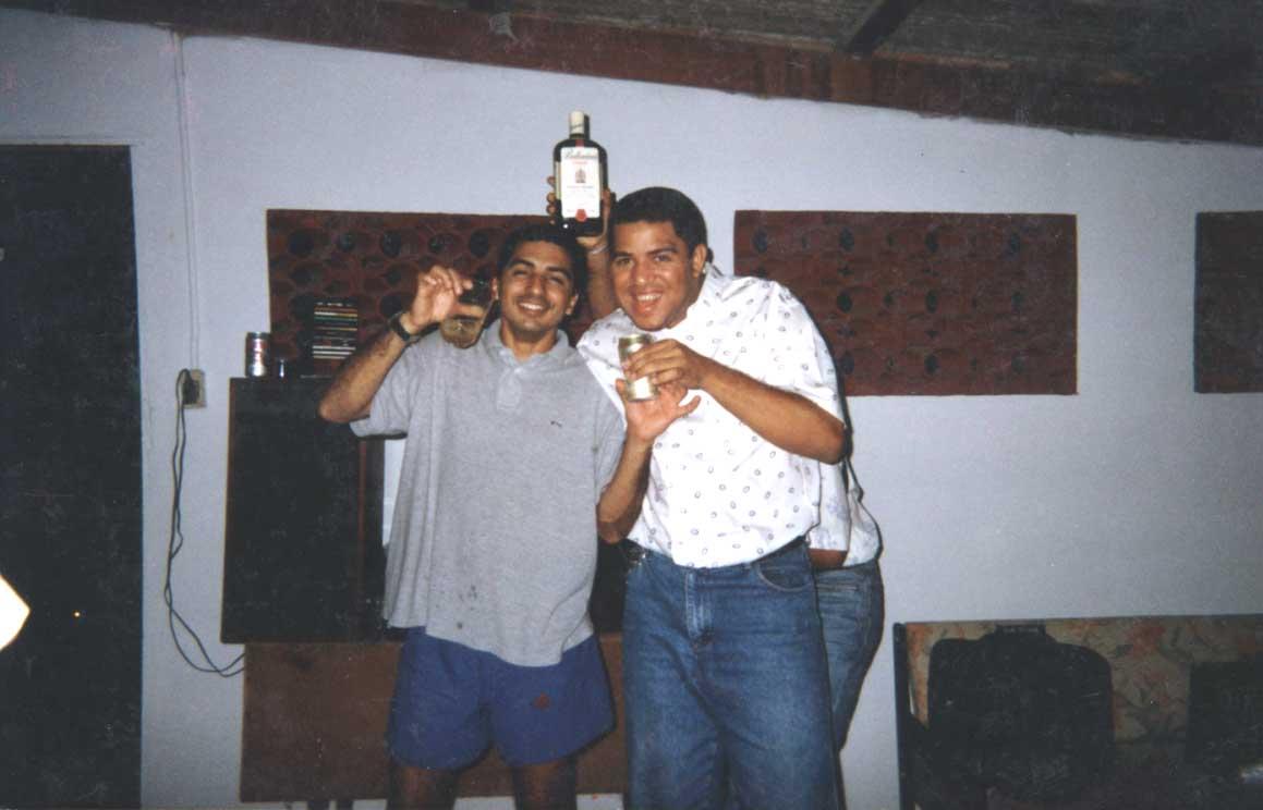 Saul Josias e Carlinhos Benfica - no restaurante de Luisinho em 1999