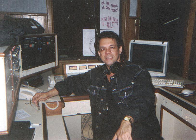 Jorge Barcelos, O Tato - nenhum locutor trabalhou em mais emissoras de rádio pelo Brasil do que este homem