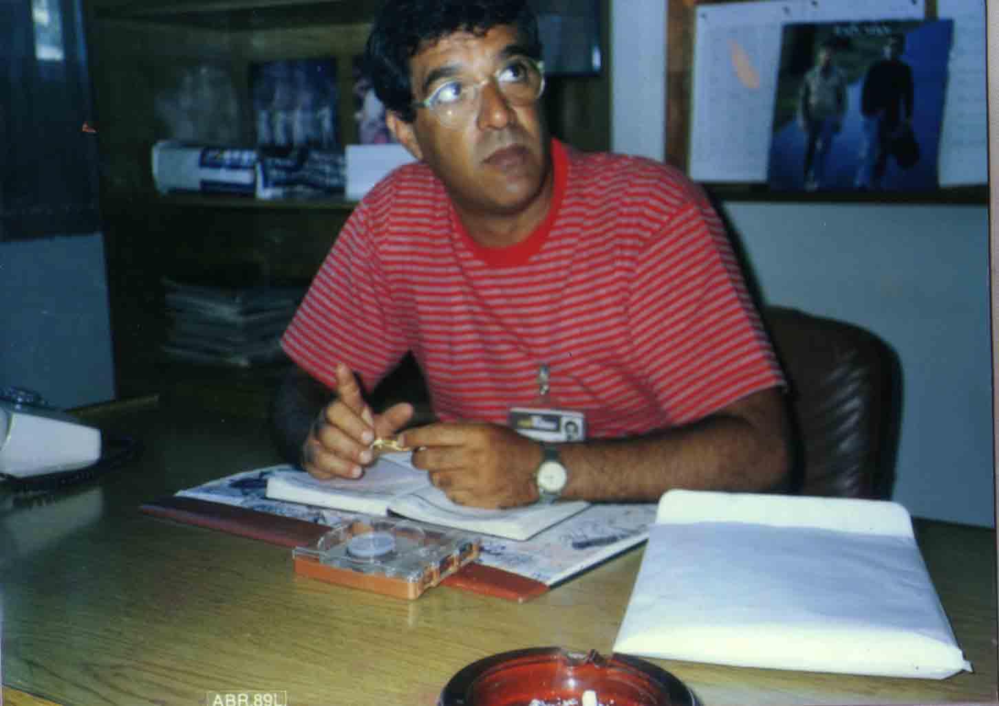 Zé Roberto Mignoni em seu escritório na Tribuna FM - 1989
