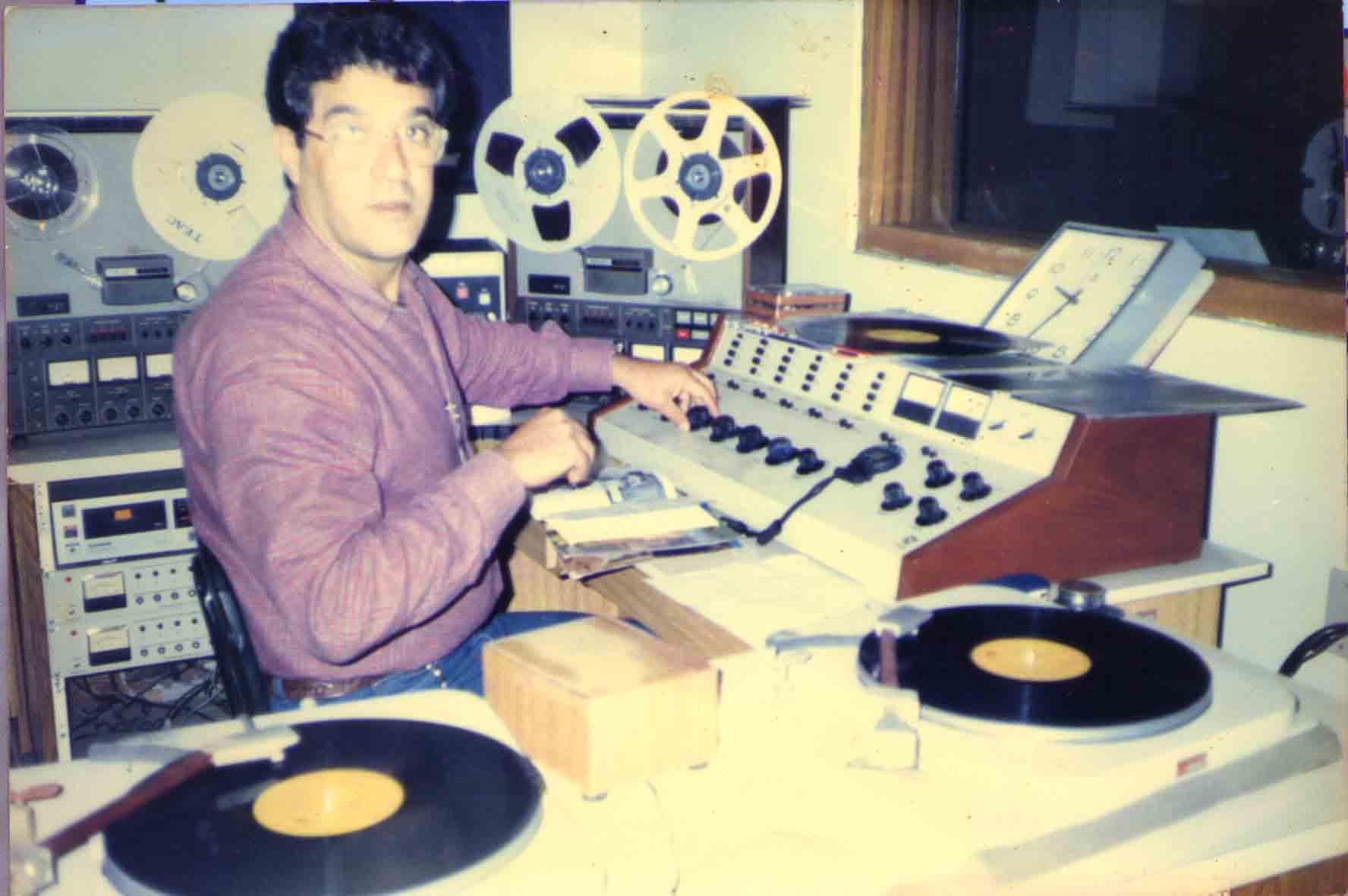 José Roberto Mignoni no estúdio de gravação da Rádio Tribuna FM 99,1 em 1981