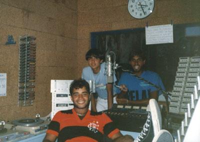 Fábio Pirajá, Ronie Bermudes e Clayton Silvério - Programa Show dos Bairros - Estúdio da Rádio Tropical - 1985
