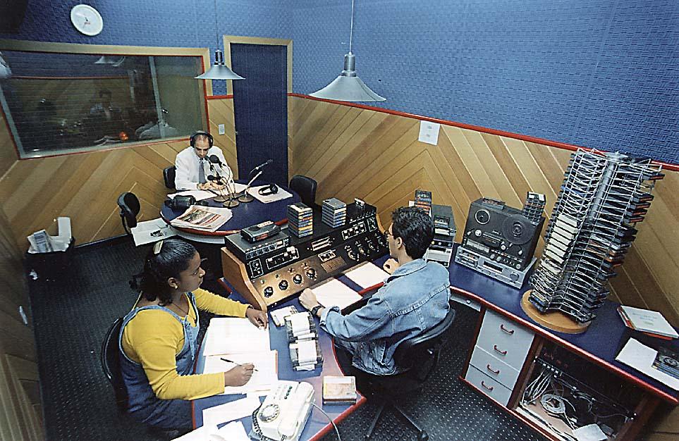 Fábio Pirajá, Jaqueline e Mauro Lúcio - Esúdio da Rádio CBN Vitória - 1996