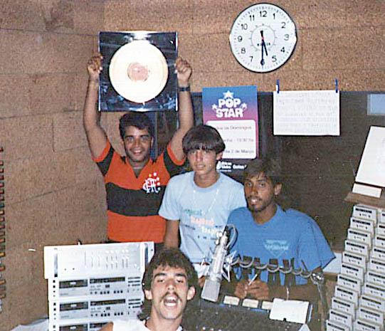 Fábio Pirajá, Ronnie Lino, Clayton Silvério e Kazinho - Estúdio da Tropical FM - 1985